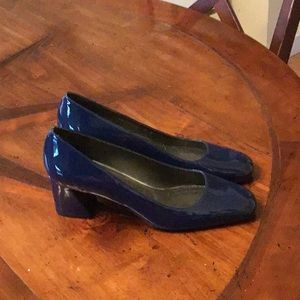 Stuar Weizmann blue patent shoes